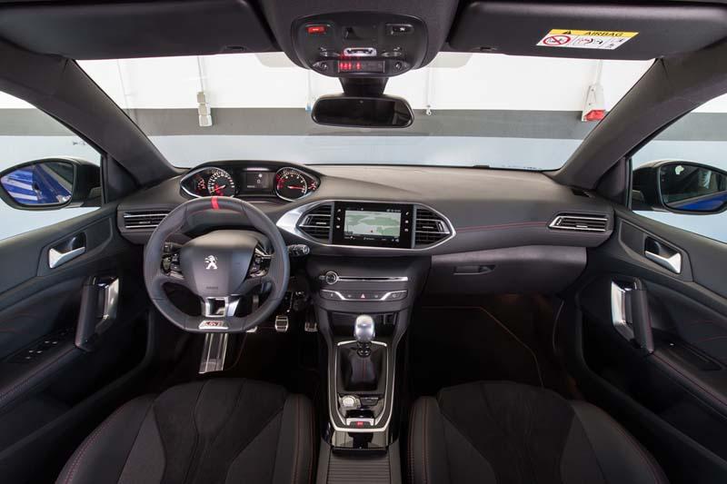 Peugeot 308 GTI 2017, foto salpicadero
