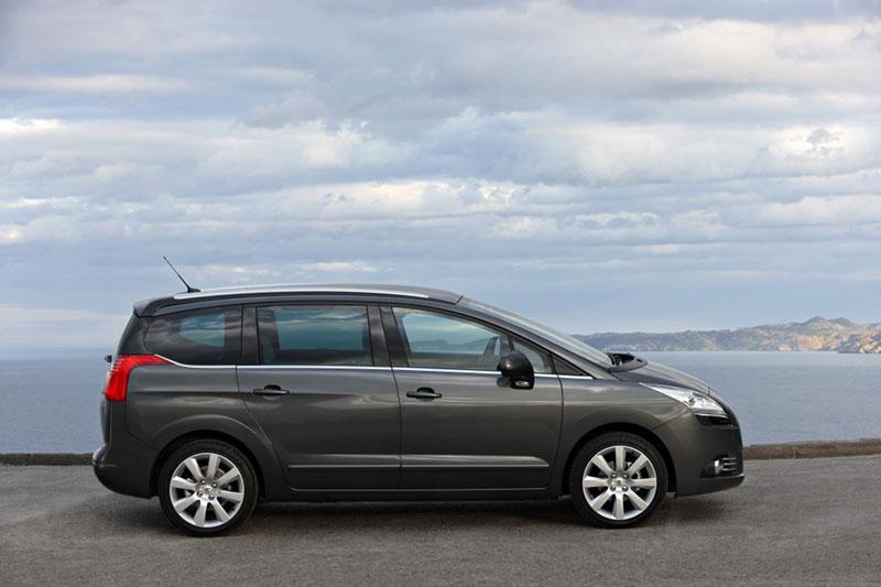 Foto Perfil Peugeot 5008 Monovolumen 2010