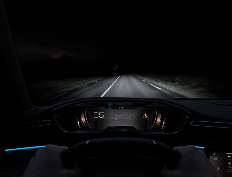 Peugeot 508 2018, foto conducción nocturna