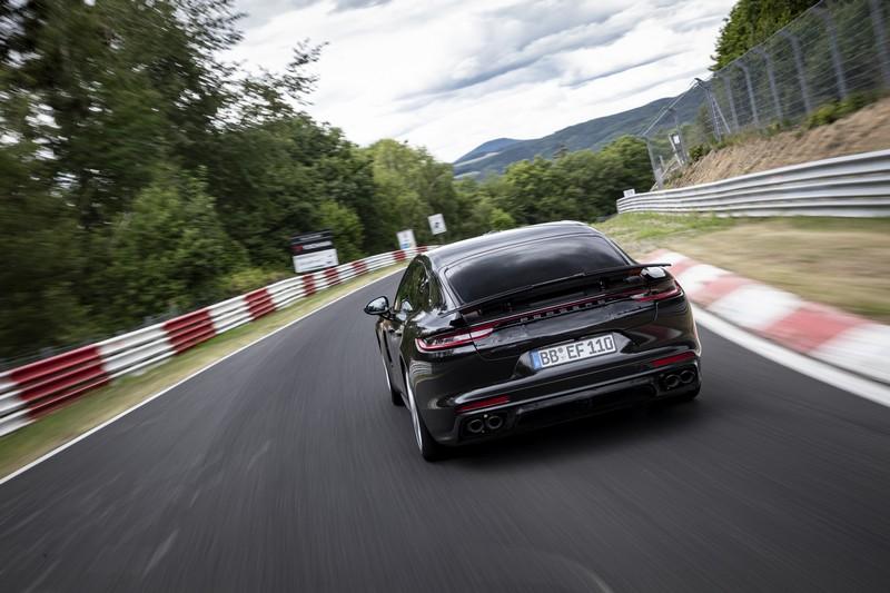 Foto Trasera Porsche Panamera Sedan 2020