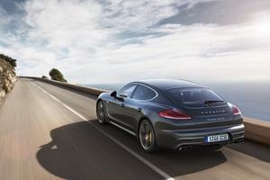 Foto Trasera Porsche Panamera-turbo-s Sedan 2013