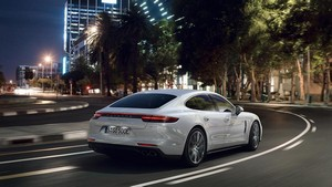 Foto Trasera Porsche Panamera-turbo-s-e-hybrid Berlina 2017