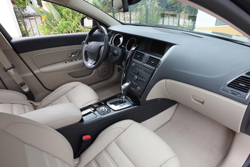 Foto Interiores Renault Latitude Berlina 2010