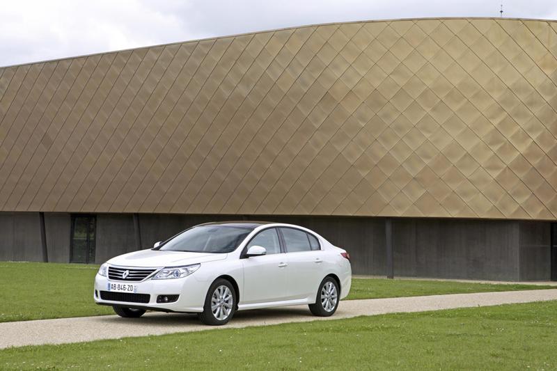Foto Lateral Renault Latitude Berlina 2010