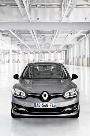 Foto Exteriores (15) Renault Megane Dos Volumenes 2014