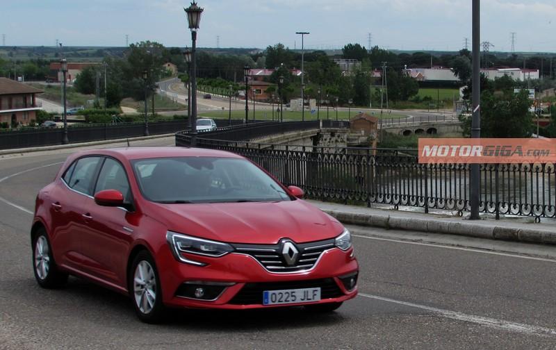Foto Exteriores Renault Megane Prueba Dos Volumenes 2016