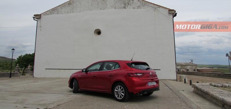 Foto Trasera Renault Megane Prueba Dos Volumenes 2016