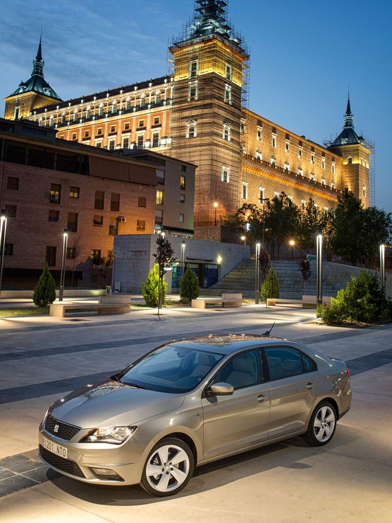 Foto Exteriores Seat Toledo Sedan 2012