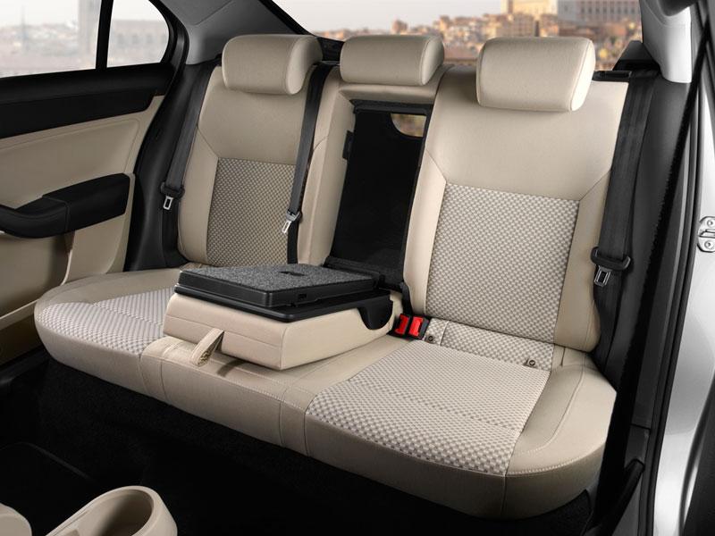 Foto Interiores Seat Toledo Sedan 2012