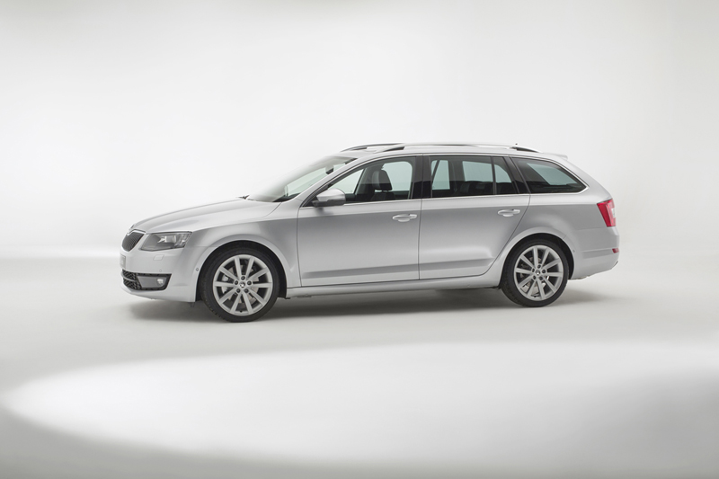 Foto Lateral Skoda Octavia Familiar 2013