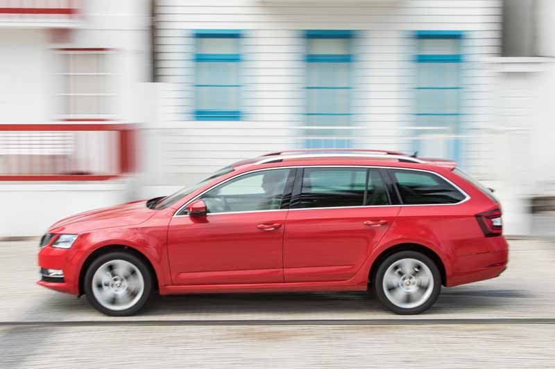 Skoda Octavia familiar 2017, foto lateral