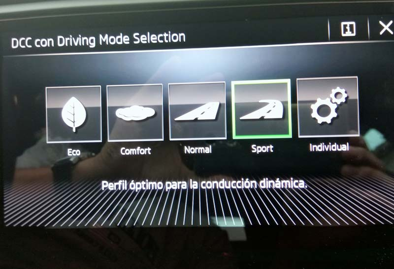 Skoda Octavia Combi RS 2.0 TSI DSG, foto driving mode selection