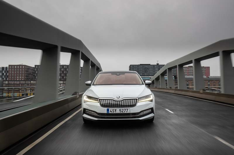 Foto Exteriores (6) Skoda Superb-iv Sedan 2020