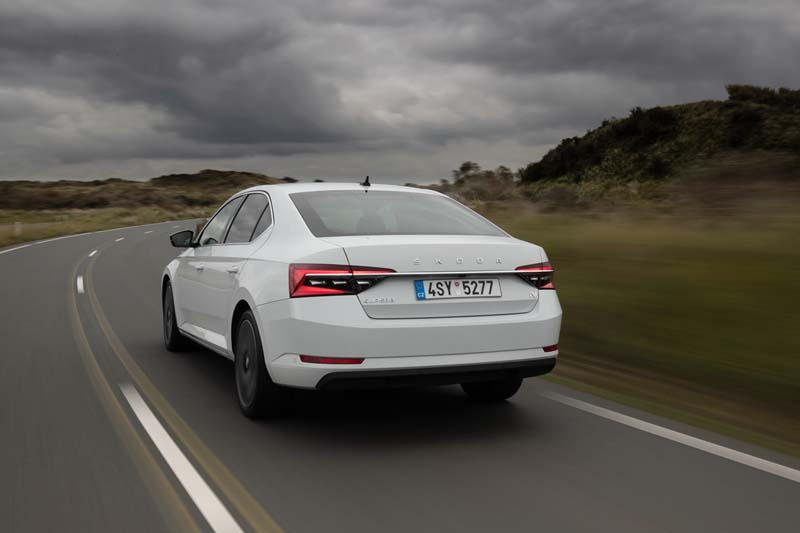 Foto Trasera Skoda Superb Iv Sedan 2020
