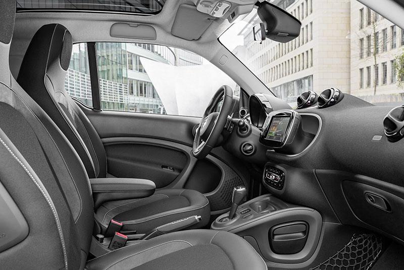 Foto Interiores Smart Brabus Dos Volumenes 2016