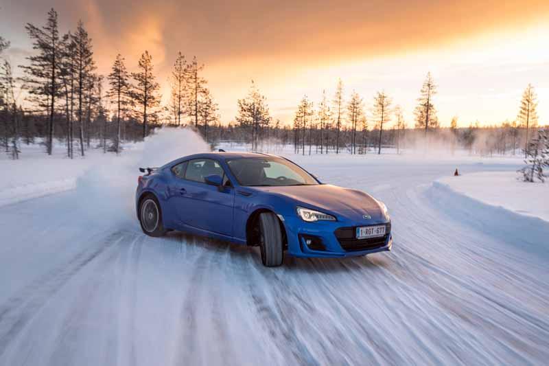 Subaru BRZ 2017 en la nieve
