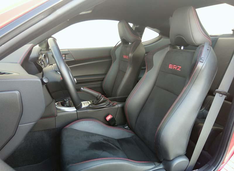 Subaru BRZ 2017, foto asientos delanteros