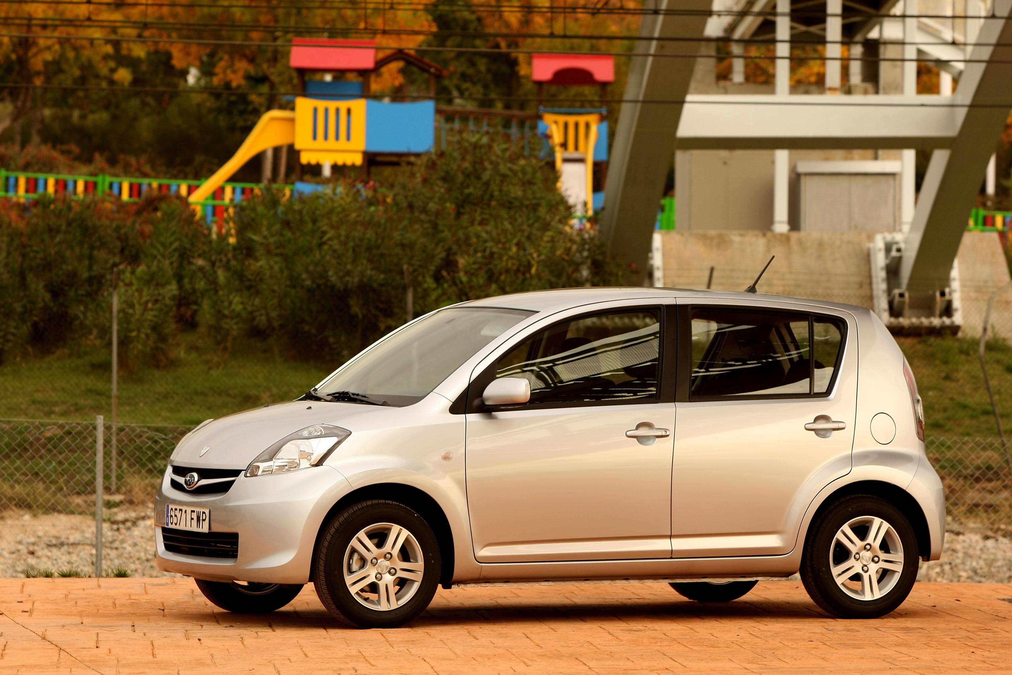 Foto Lateral Subaru Justy Dos Volumenes 2006