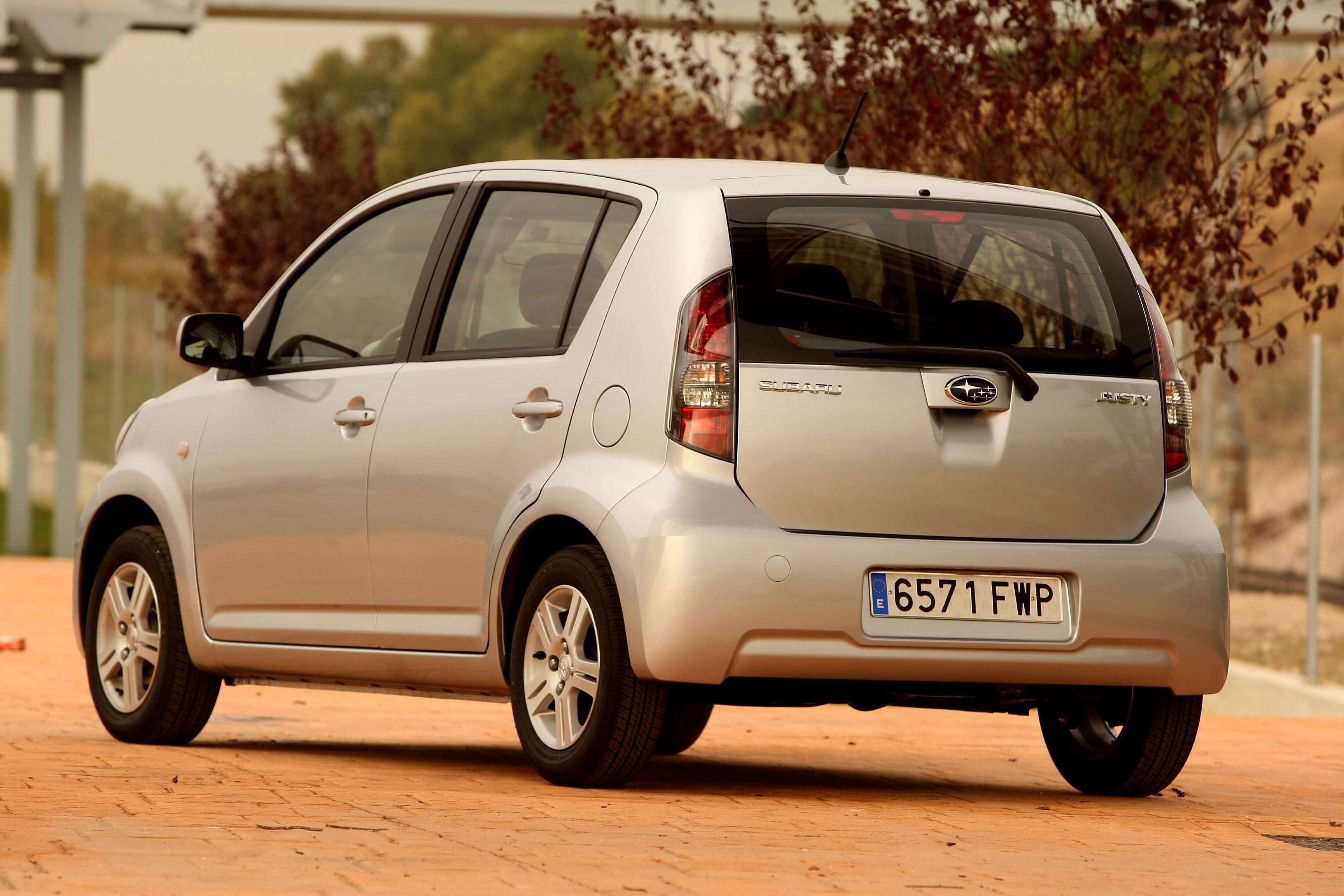 Foto Trasero Subaru Justy Dos Volumenes 2006