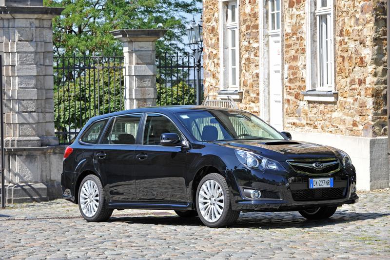 Foto Delantero Subaru Legacy Familiar 2010
