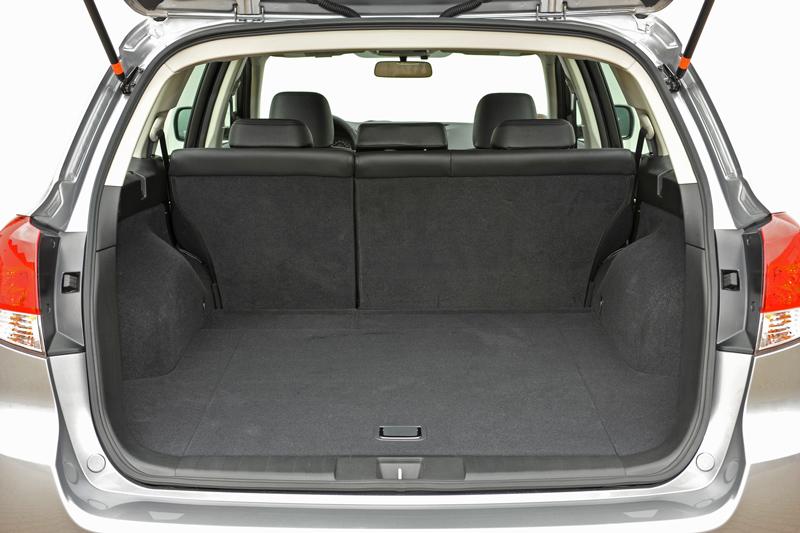 Foto Interiores Subaru Legacy Familiar 2010