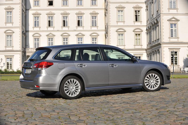 Foto Lateral Subaru Legacy Familiar 2010