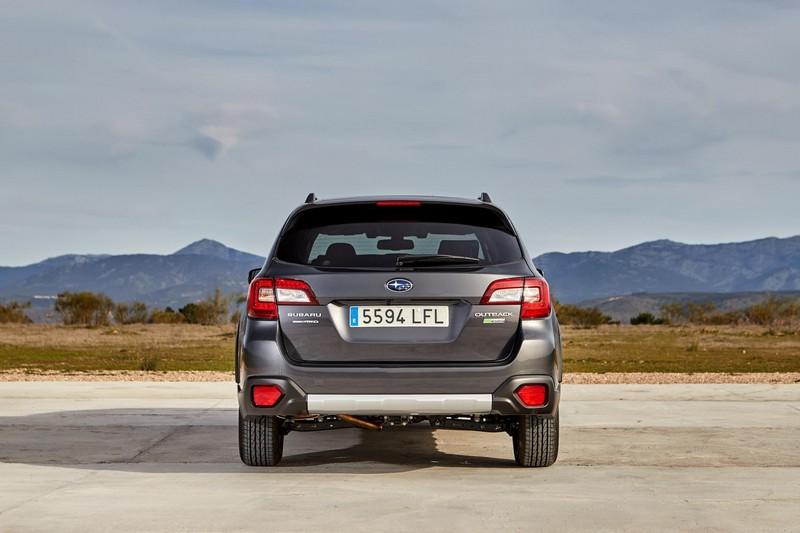 Foto Trasera Subaru Outback Silver Edition Suv Todocamino 2020