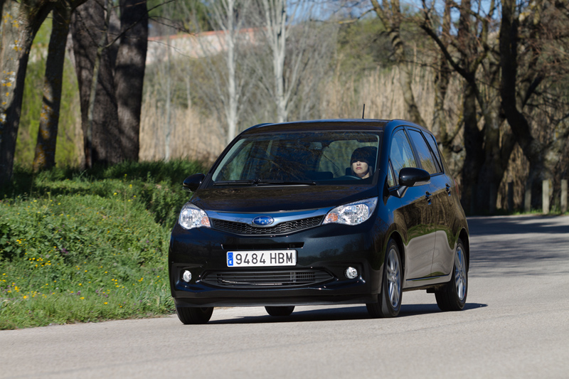 Foto Exteriores Subaru Trezia Monovolumen 2011