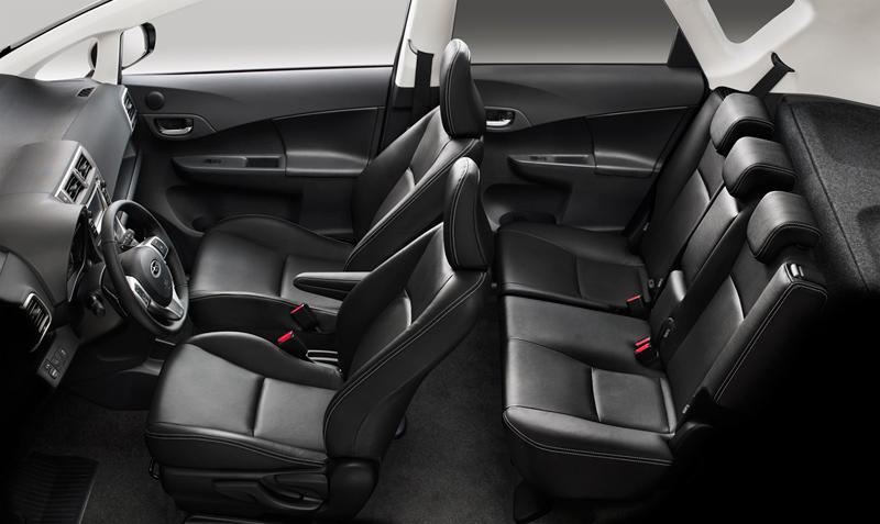 Foto Interiores Subaru Trezia Monovolumen 2011