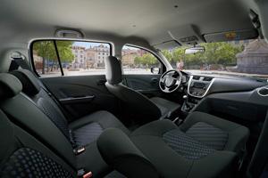 Foto Interiores 6 Suzuki Celerio Dos Volumenes 2015