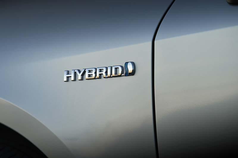 Suzuki Swace, foto logo hybrid