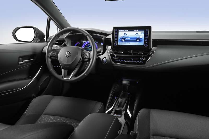 Foto Interiores Suzuki Swace Familiar 2020