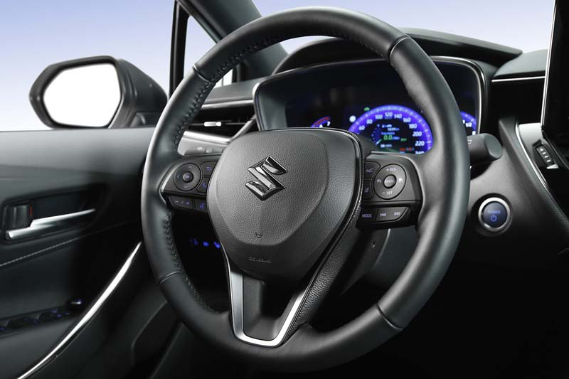 Foto Interiores Suzuki Swace Familiar 2020