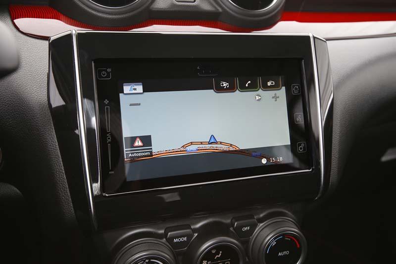 Suzuki Swift Sport Hybrid, foto pantalla salpicadero