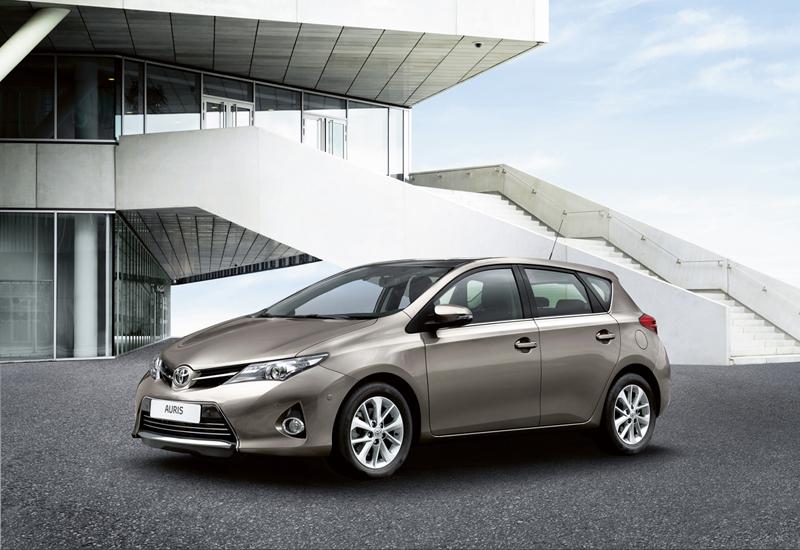 Foto Lateral Toyota Auris Dos Volumenes 2012