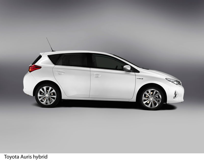 Foto Perfil Toyota Auris Dos Volumenes 2012