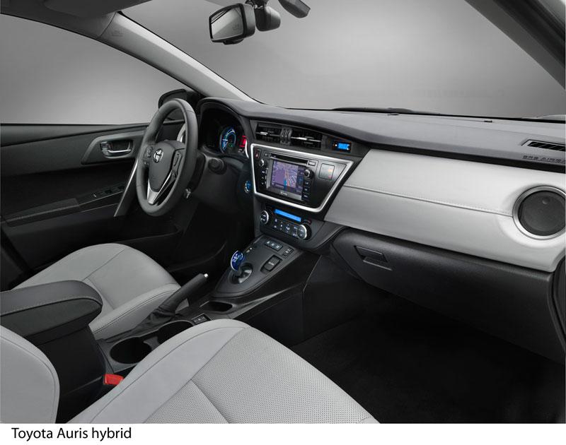 Foto Salpicadero Toyota Auris Dos Volumenes 2012