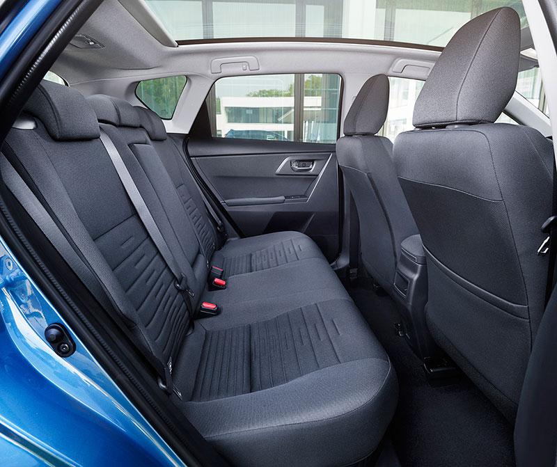 Foto Interiores Toyota Auris Dos Volumenes 2015