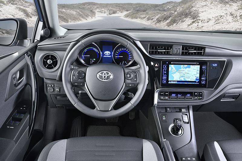 Foto Salpicadero Toyota Auris Dos Volumenes 2015