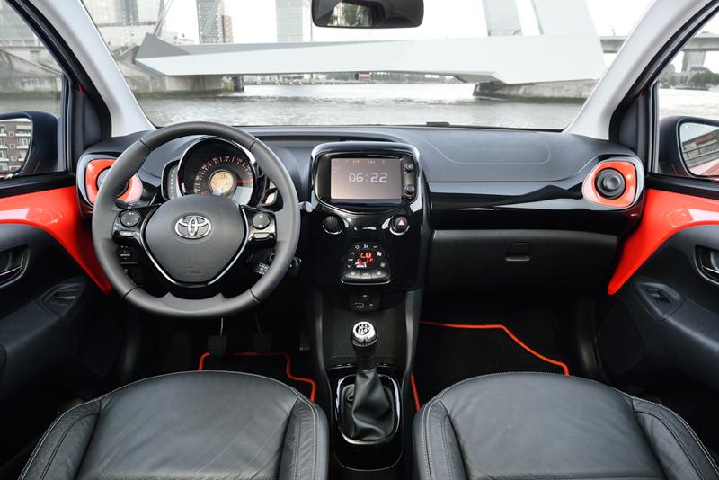 Foto Salpicadero Toyota Aygo Dos Volumenes 2014