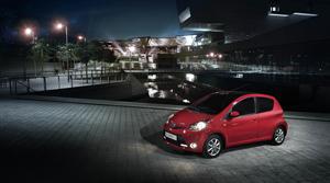 Foto Exteriores (3) Toyota Aygo-rojo-frac Dos Volumenes 2013