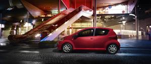 Foto Lateral Toyota Aygo-rojo-frac Dos Volumenes 2013