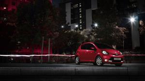 Foto Perfil Toyota Aygo-rojo-frac Dos Volumenes 2013