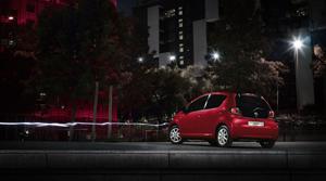 Foto Trasera Toyota Aygo-rojo-frac Dos Volumenes 2013