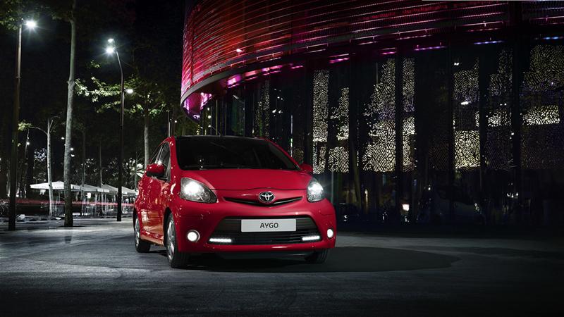 Foto Delantera Toyota Aygo Rojo Frac Dos Volumenes 2013