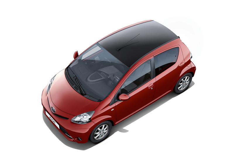 Foto Exteriores Toyota Aygo Rojo Frac Dos Volumenes 2013