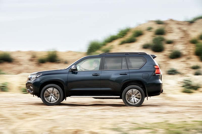 Toyota Land Cruiser 2018, foto lateral