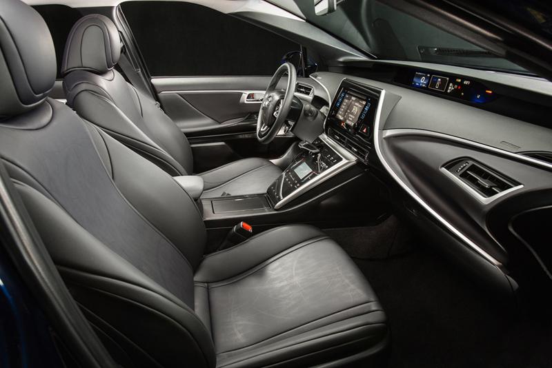 Foto Interiores (1) Toyota Mirai Berlina 2014