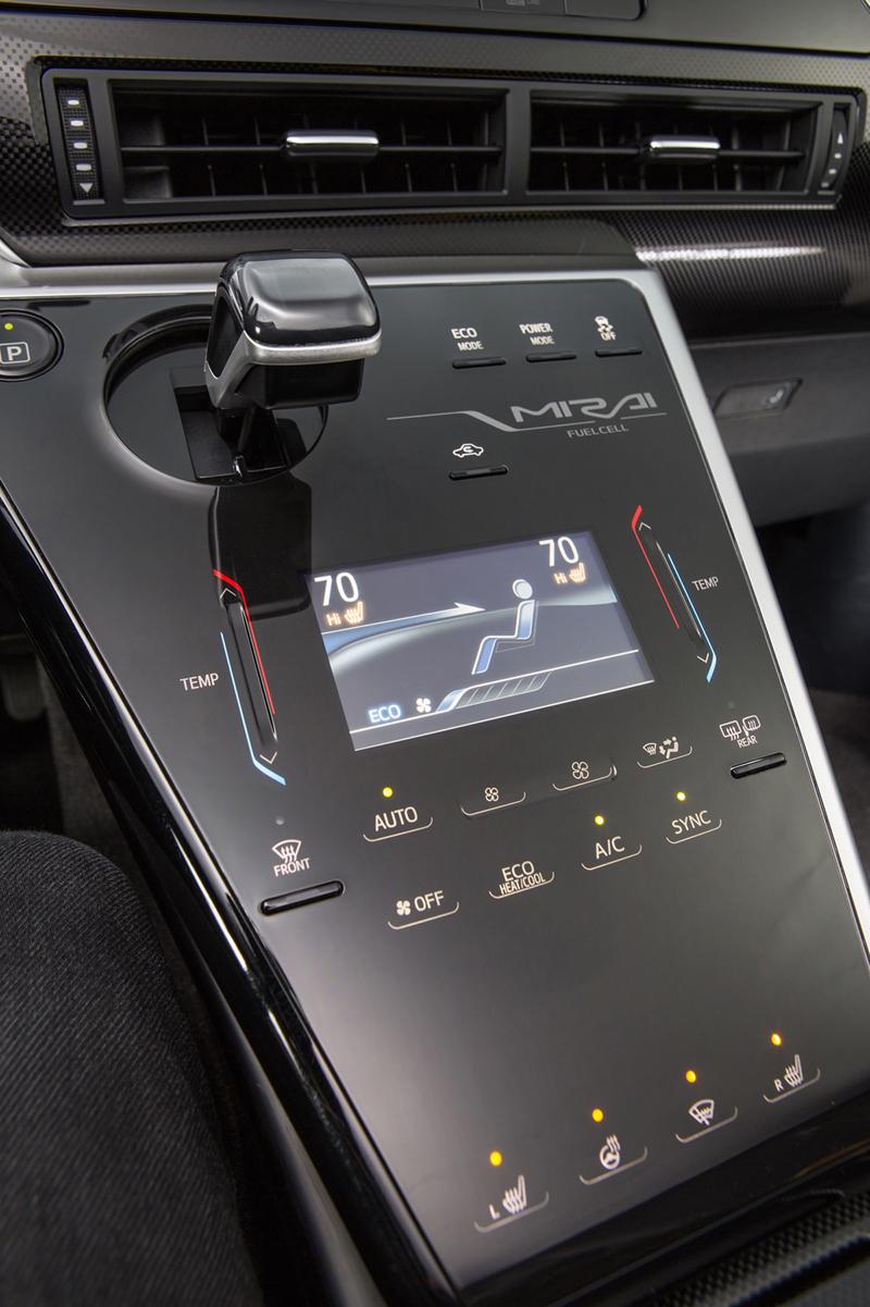 Foto Interiores (5) Toyota Mirai Berlina 2014