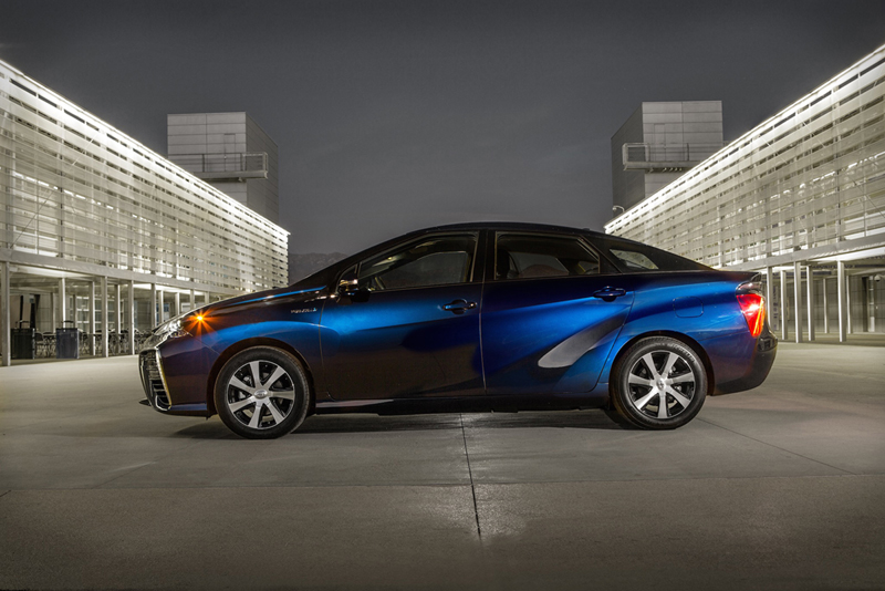 Foto Lateral Toyota Mirai Berlina 2014